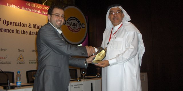 Mr. Basim El Zahab (Saudi Arabia), Events Director, is congratulating the Chairman Engr. Fasal M. Omar  Binsiddiq,<BR>  Royal Commission For Al-Jubail and Yanbu (RCJY), Saudi Arabia.