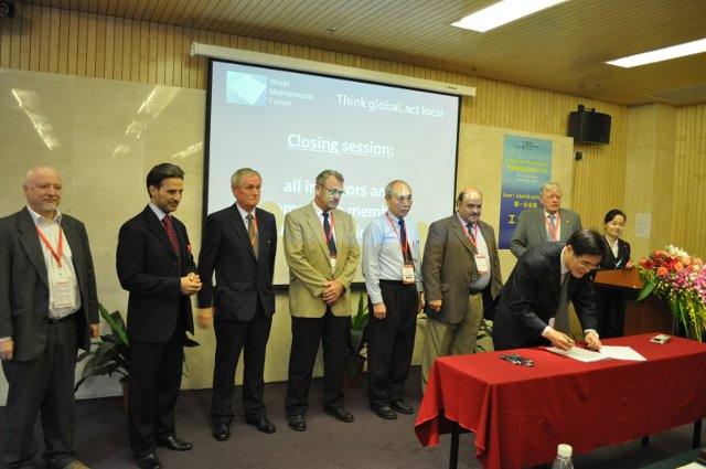 All initiators and Committee members signing the declaration.